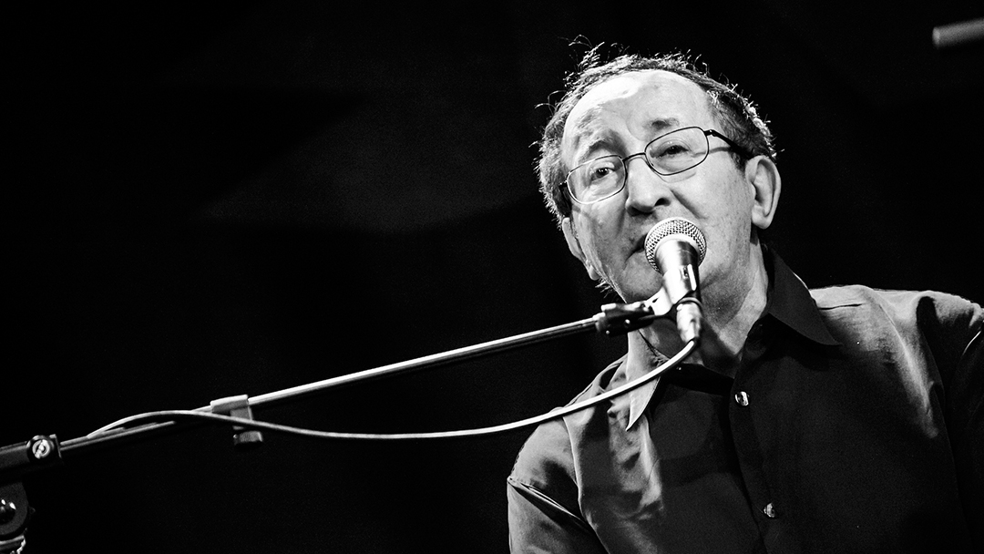 Le chanteur algérien idir est décédé à l'âge de 70 ans à Paris.